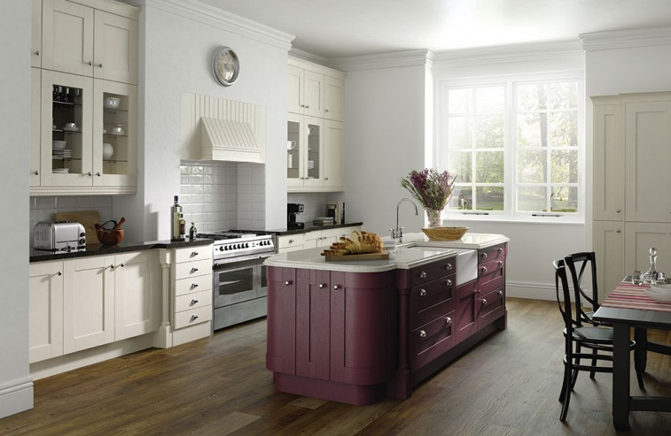 Country kitchen Aubergine And Ivory