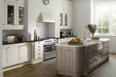 Country Kitchen Hickory Cream