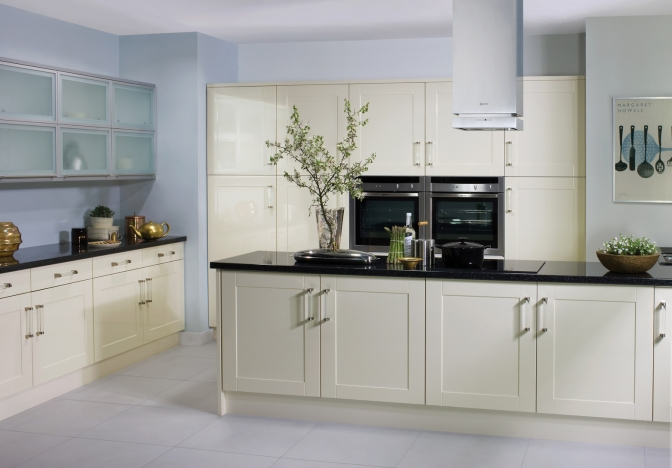 Cream Gloss Shaker Kitchen