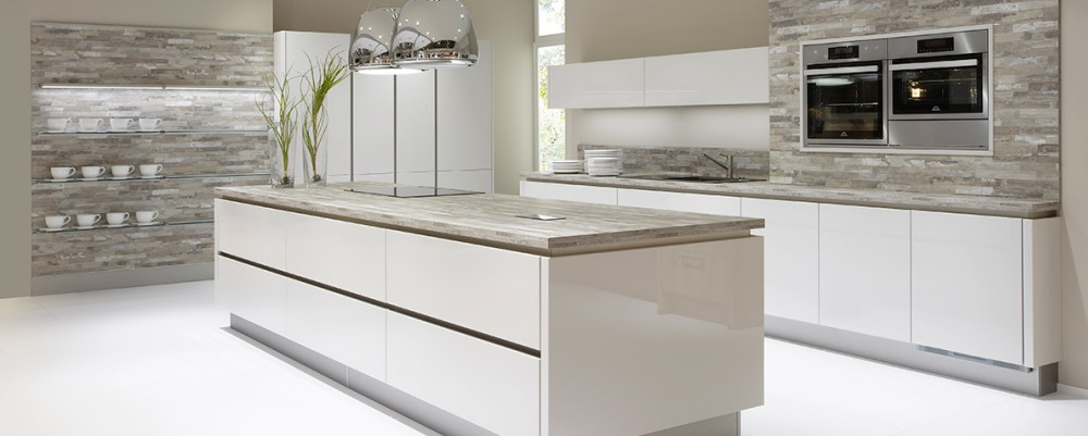 German grey gloss handleless kitchen 2 kitchenfindr for Gloss grey kitchen cabinets