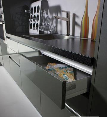 Handleless kitchen & A Handleless kitchen or Handleless effect kitchen?