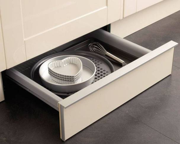 Clever kitchen storage solutions for Kitchen units without plinths