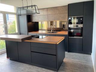 matt kitchen black